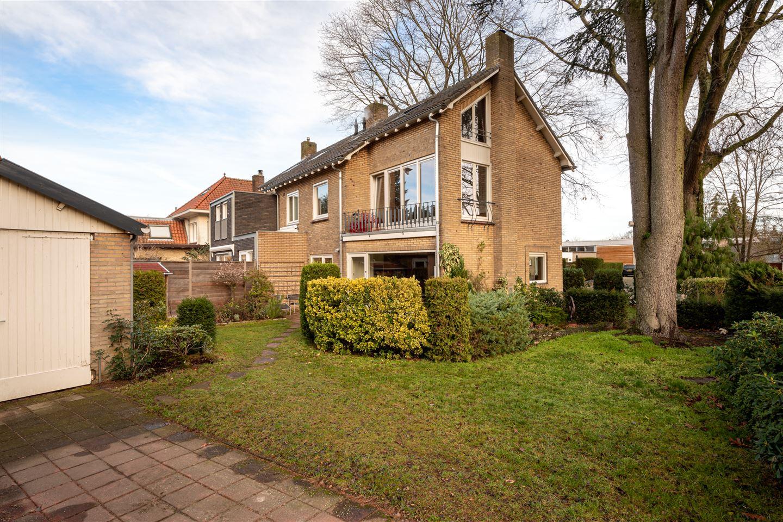 Bekijk foto 2 van Burgemeester Uijenstraat 34