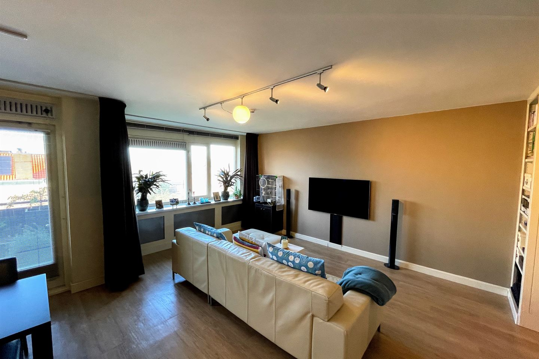 Bekijk foto 2 van Van Meerbeekstraat 56