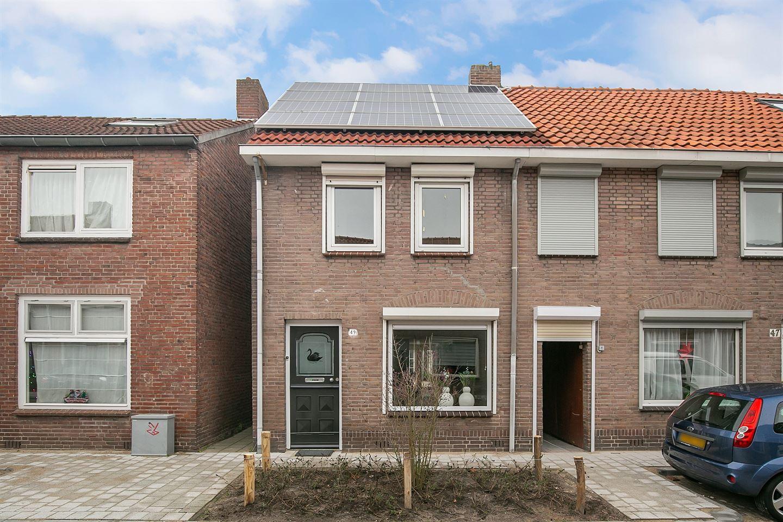 Bekijk foto 1 van Van de Coulsterstraat 49