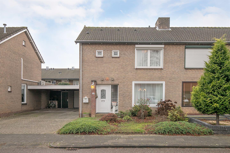 Bekijk foto 1 van Burg Eussenstraat 44