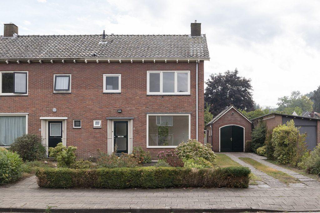 Bekijk foto 1 van Johan de Wittlaan 8