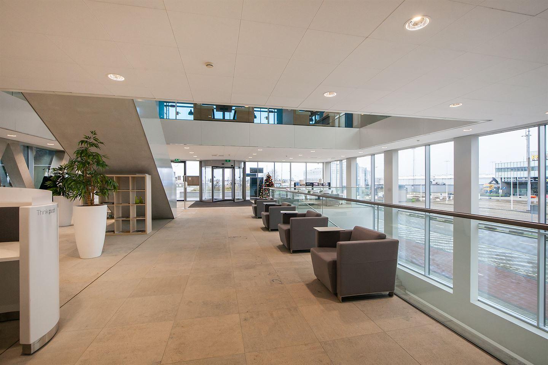 Bekijk foto 4 van Rotterdam Airportplein 36 8e verd