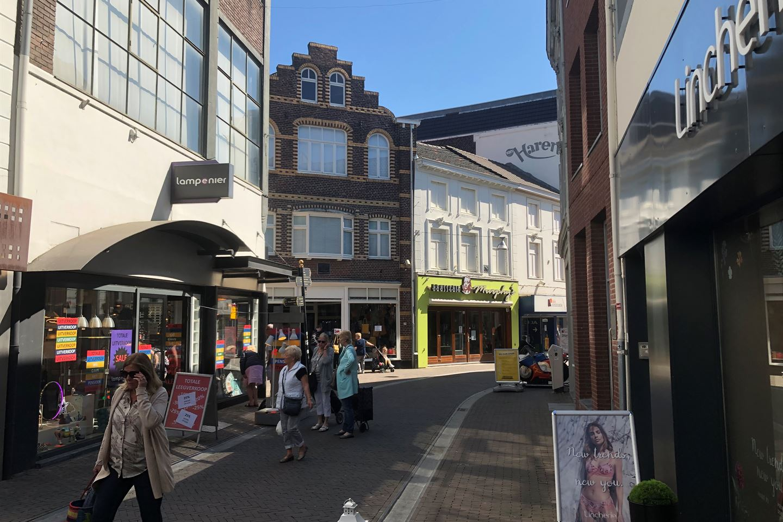 Bekijk foto 2 van Limbrichterstraat 38