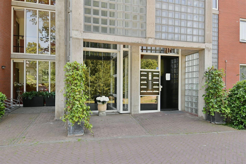 Bekijk foto 2 van Pastoor Hendrikspark 17