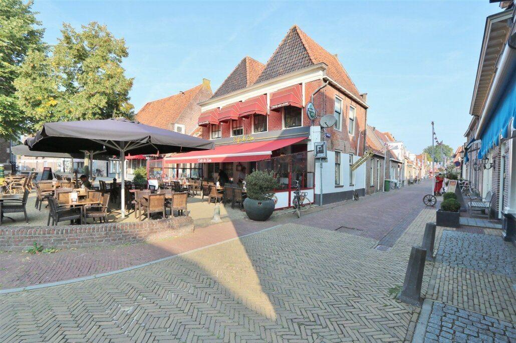 Bekijk foto 1 van Markt 3 *