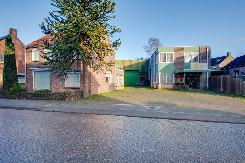 View photo 1 of Rucphense Vaartkant 12 + 14 (incl woning)