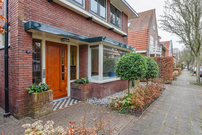 Bekijk foto 2 van J.P. Coenstraat 18