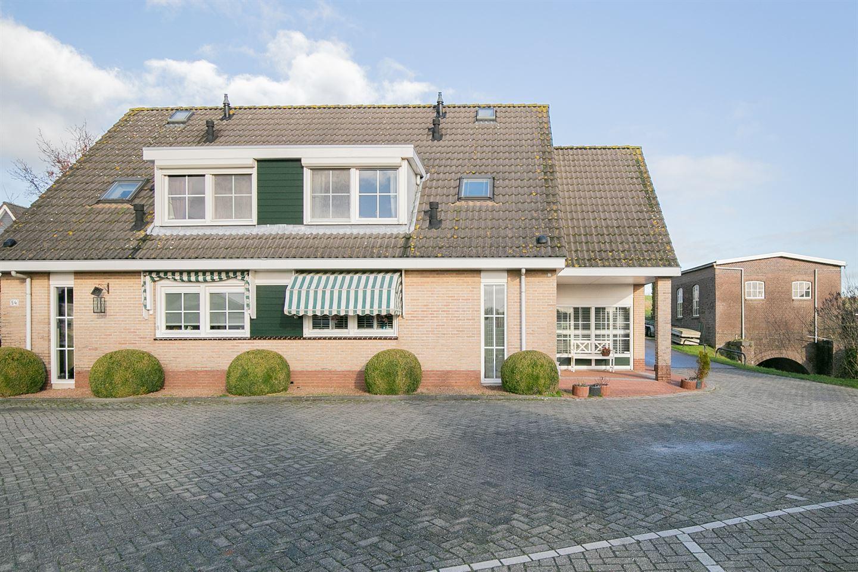 View photo 2 of Oostmolendijk 56
