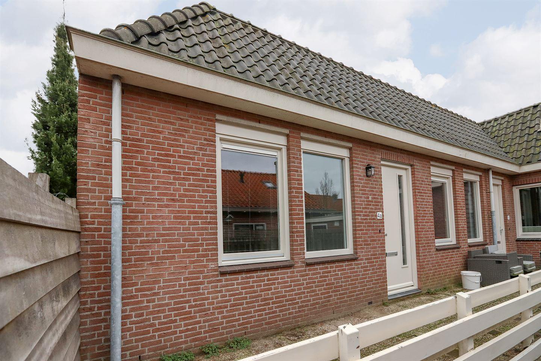 Bekijk foto 2 van Zuster Bloemstraat 4 A