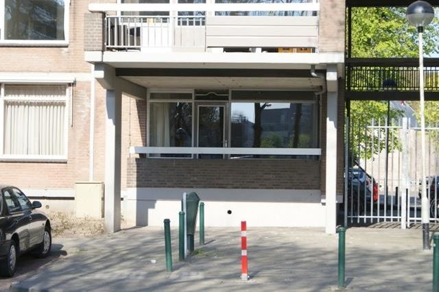 Bekijk foto 2 van Adriaan van Bergenstraat 20