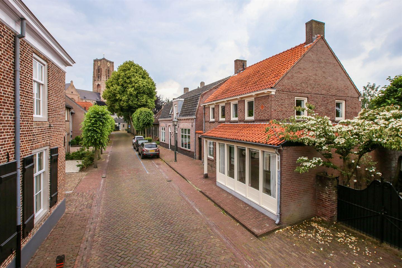 Bekijk foto 2 van St Odulphusstraat 26