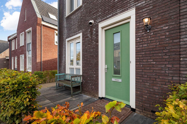 Bekijk foto 3 van Toon van Dijkstraat 18
