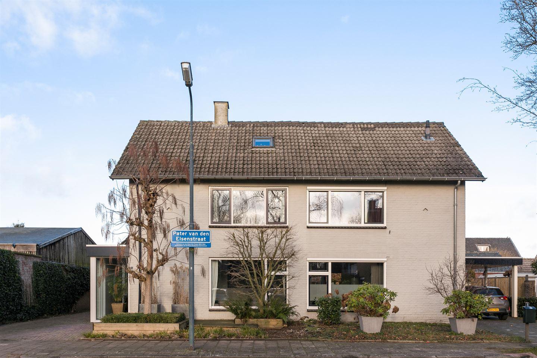 Bekijk foto 2 van Pater van den Elsenstraat 1