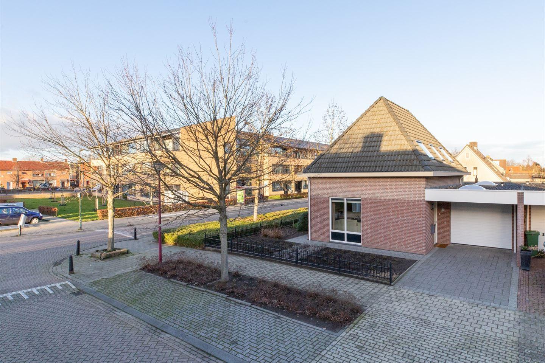Bekijk foto 2 van van Oosterhoutstraat 30