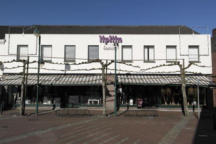 Markt 20, Budel