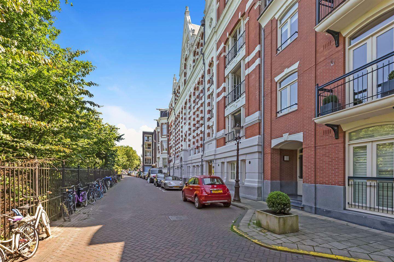 View photo 2 of Vossiusstraat 71