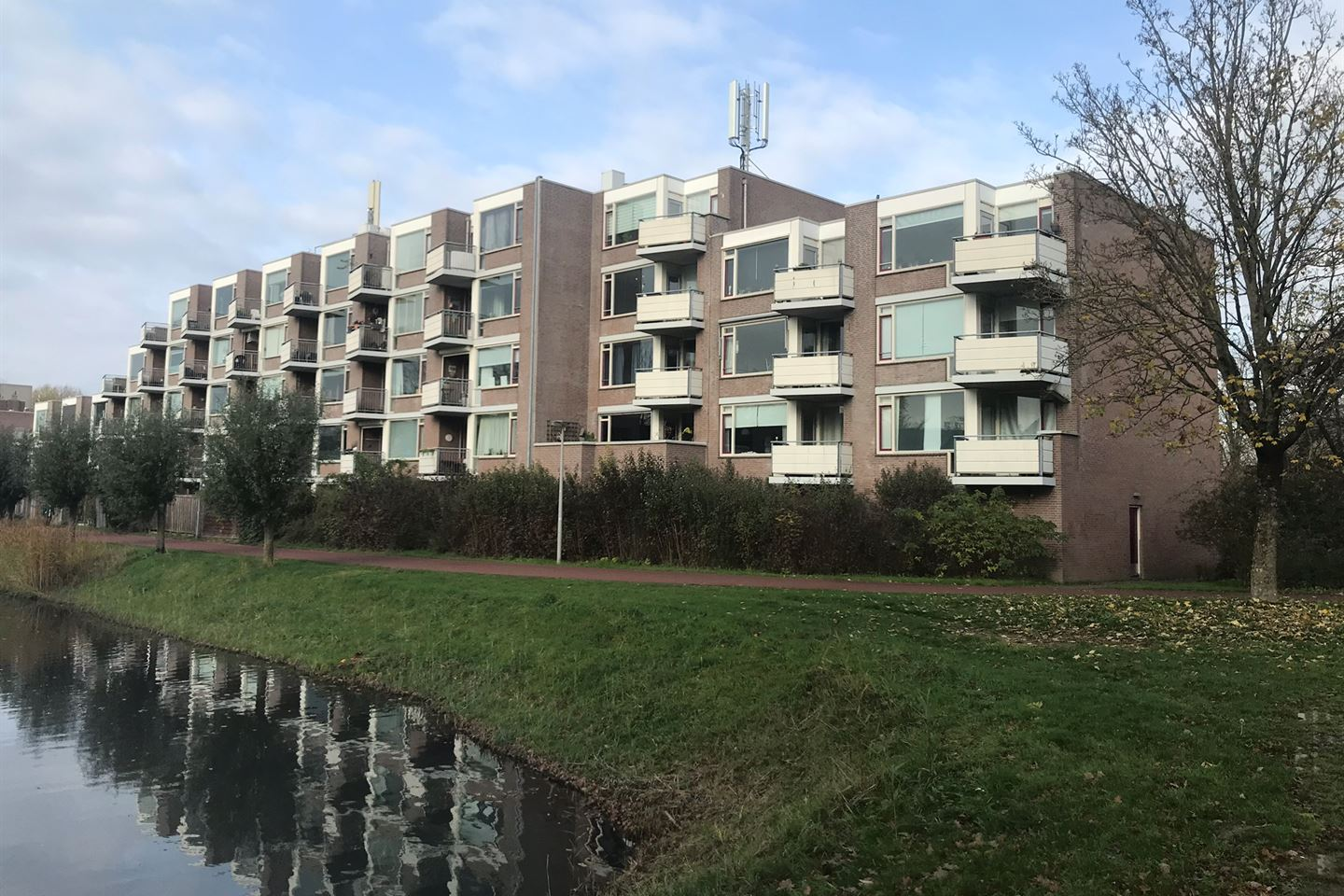 View photo 1 of Oostburgwal 77