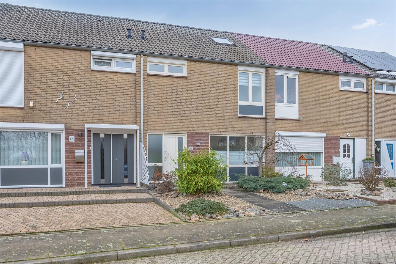 Bekijk foto 1 van Van der Scheurstraat 19