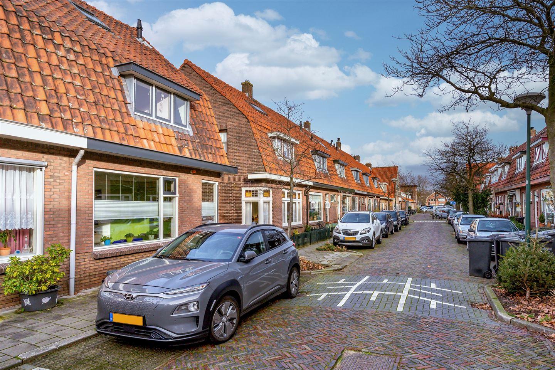 Bekijk foto 2 van Burgemeester Strick van Linschotenstraat 38