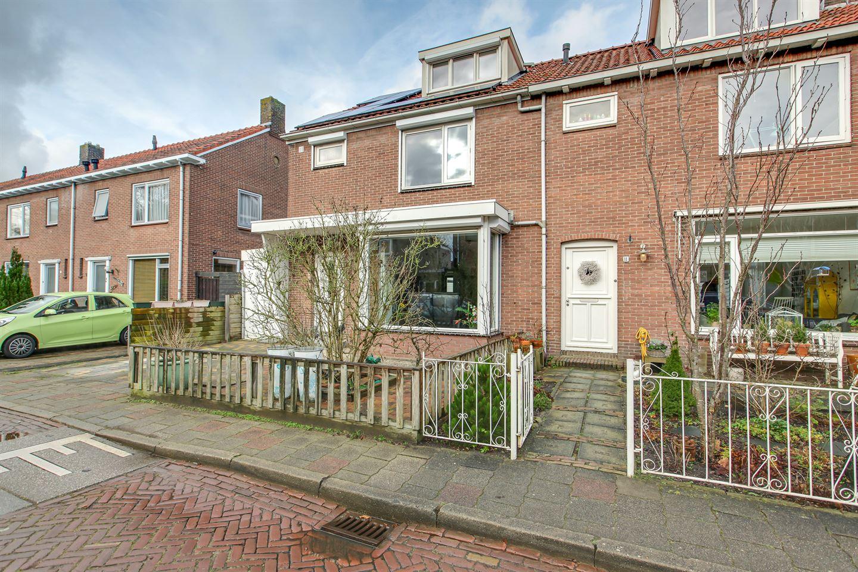 Bekijk foto 3 van Dokter C.Bakkerstraat 9