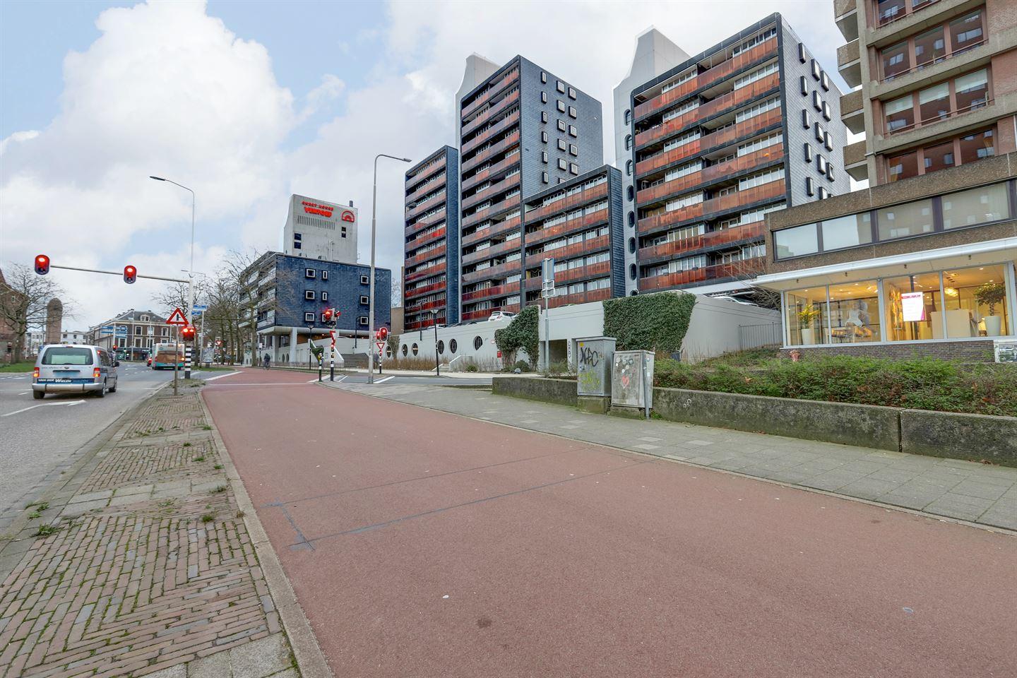 Bekijk foto 2 van Burg. Hustinxstraat 112