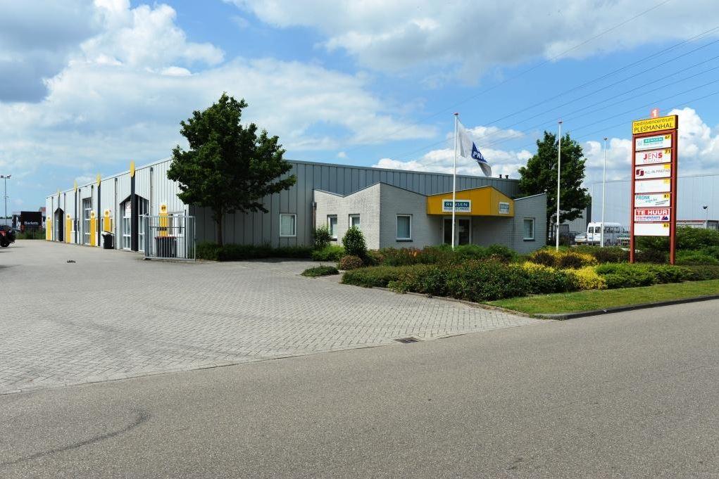 Bekijk foto 1 van Plesmanstraat 67-69