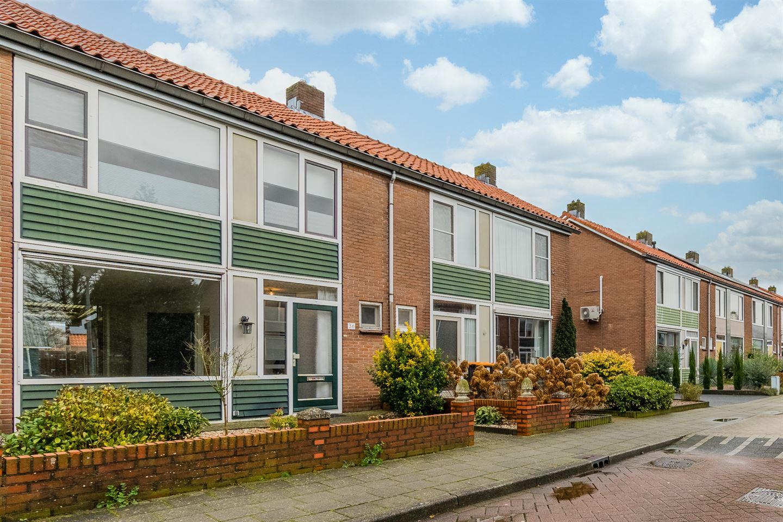 Bekijk foto 2 van De Ruyterstraat 36