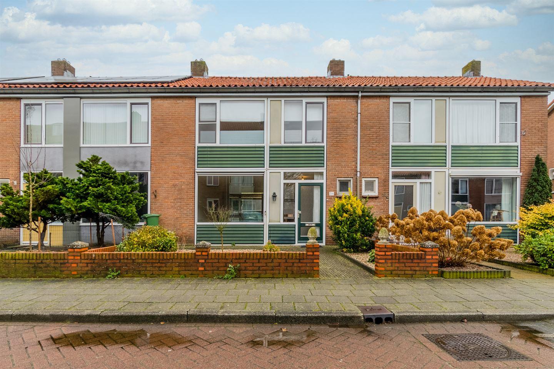 Bekijk foto 1 van De Ruyterstraat 36