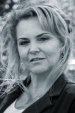 Claudia Carvalho (Secretaresse)