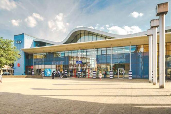 Bekijk foto 2 van Stationsplein 1