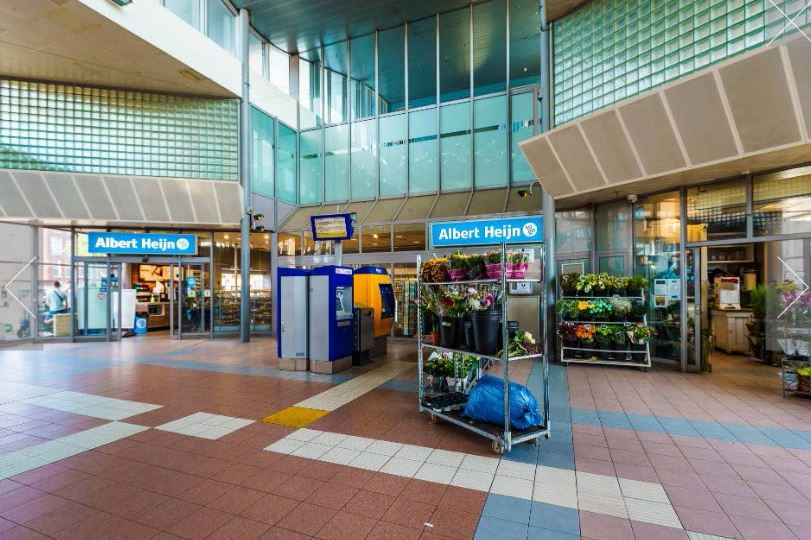 Bekijk foto 3 van Stationsplein 1