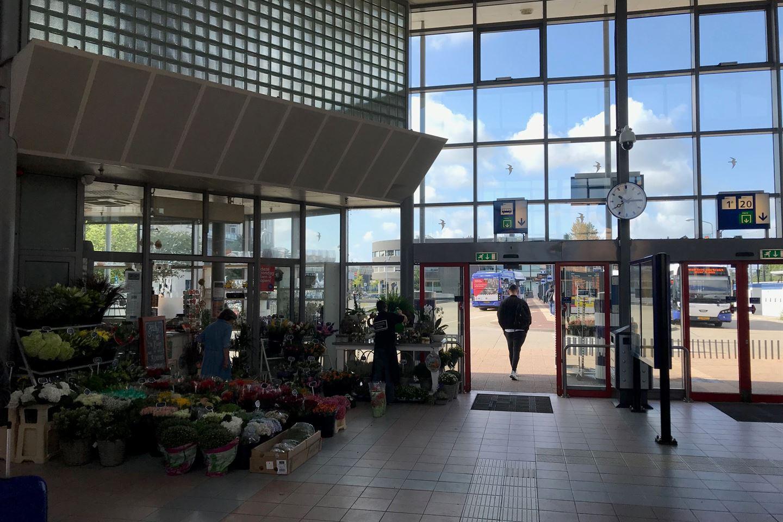 Bekijk foto 4 van Stationsplein 1