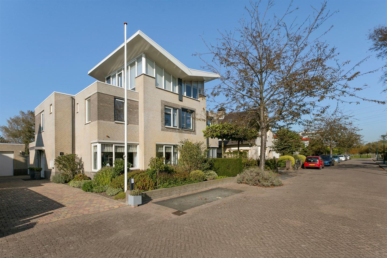 Bekijk foto 2 van Theo van Doesburglaan 11