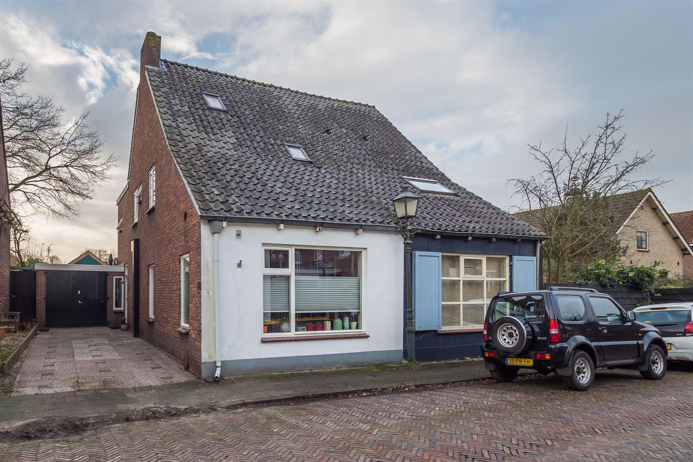 Bekijk foto 1 van Burgemeester van den Boschstraat 78