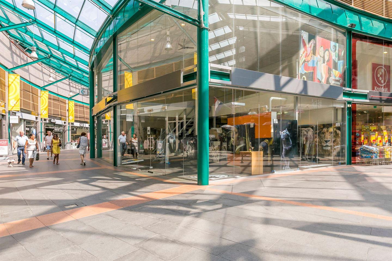 Bekijk foto 3 van Winkelcentrum ROERCENTER