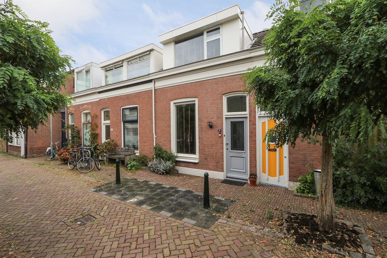 Bekijk foto 1 van Adriaan van Altenastraat 8