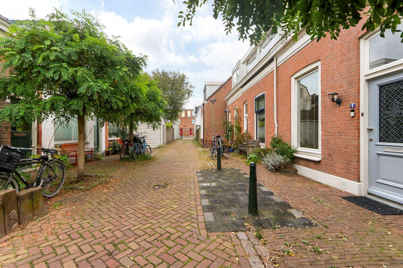 Bekijk foto 2 van Adriaan van Altenastraat 8