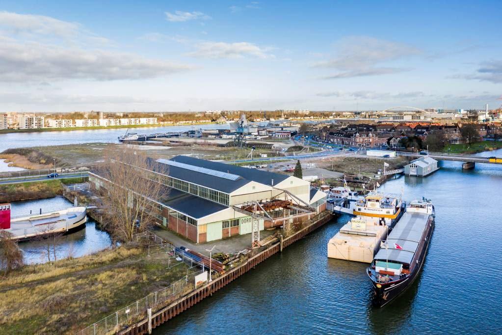 Bekijk foto 2 van Werf van De Biesbosch 92