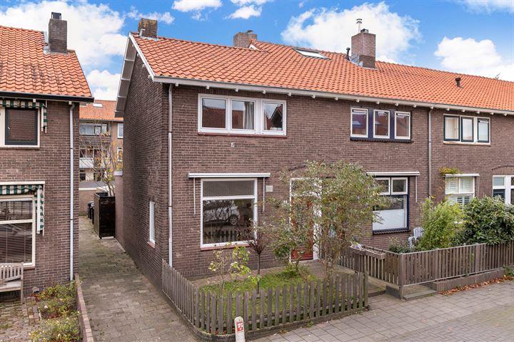 P.M.R. Versteeghstraat 41