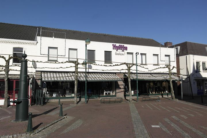 Markt 21, Budel