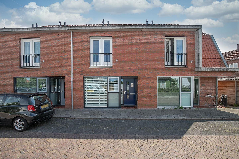 View photo 1 of Van Oldenbarneveltstraat 9