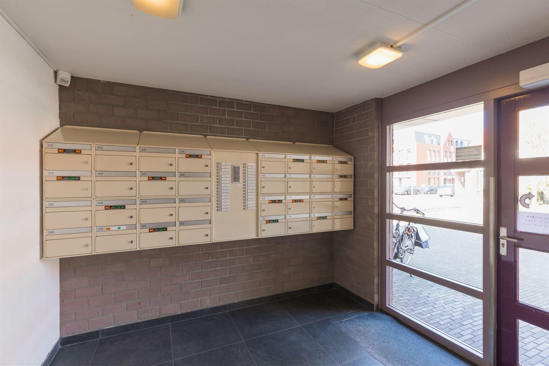 Bekijk foto 2 van Van Meerbeekstraat 80