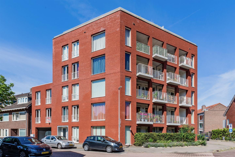 Bekijk foto 1 van Van Koetsveldstraat 112