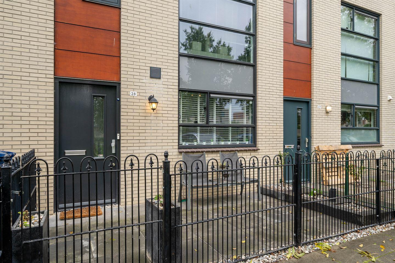 Bekijk foto 2 van Suze Robertsonstraat 28