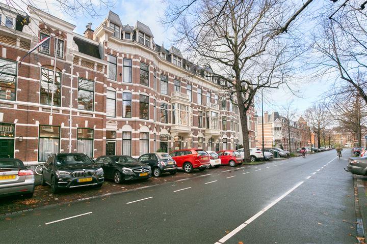 Jan van Nassaustraat 96 .
