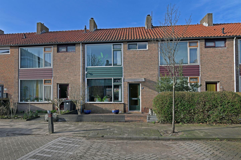 Bekijk foto 1 van A.J. van Reststraat 26