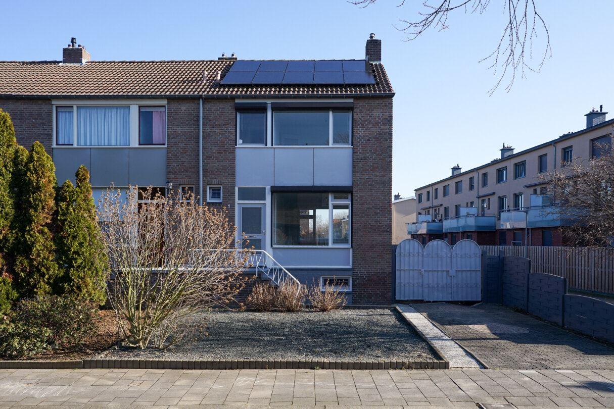 Bekijk foto 2 van Woeringenstraat 1