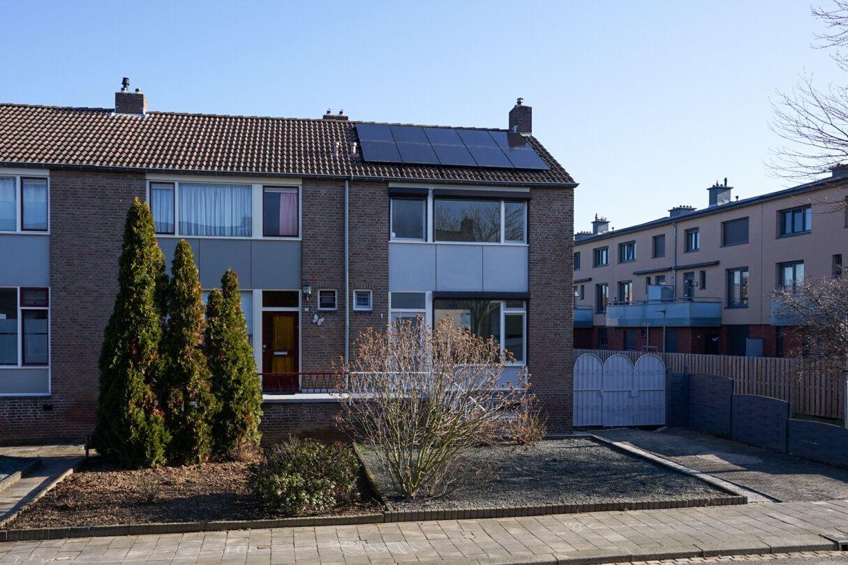 Bekijk foto 3 van Woeringenstraat 1