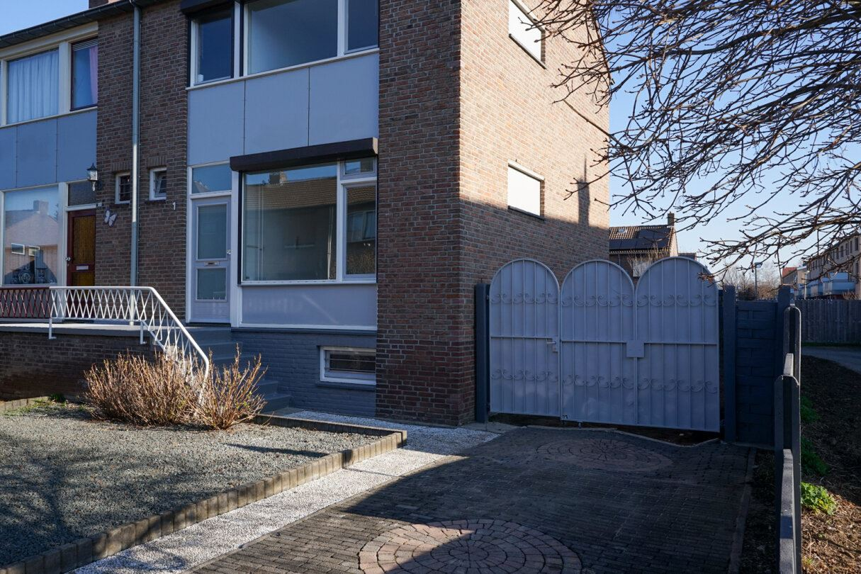Bekijk foto 4 van Woeringenstraat 1