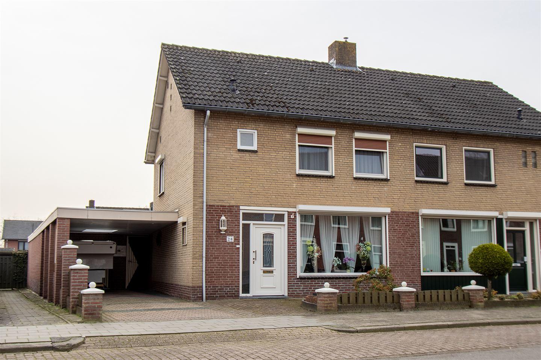 Bekijk foto 1 van Van Bergenstraat 28